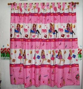 kamar anak ceria warna pink kain panca gorden