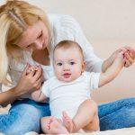 Umur Berapa Bayi Bisa Duduk ? Ini Tips Untuk Mengajarinya Duduk Sendiri