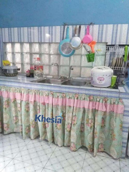 tirai kolong meja dapur